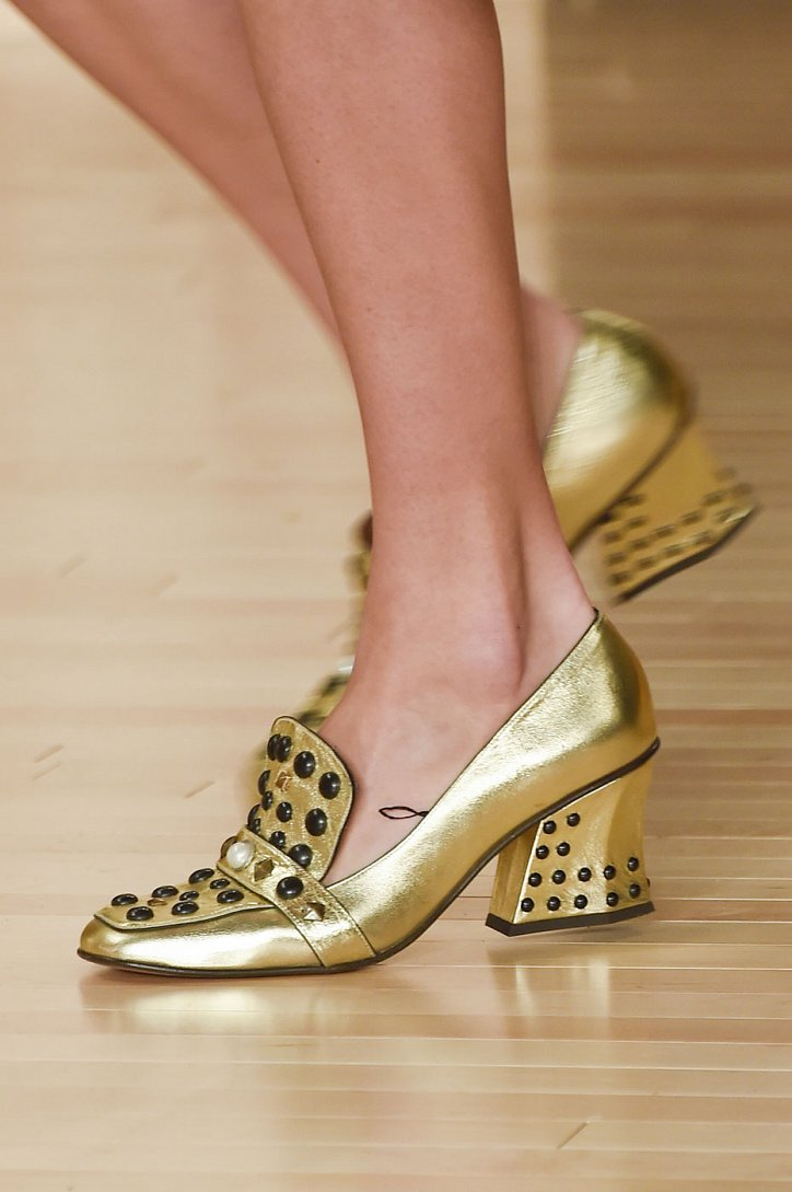 Модная обувь осени: лоферы на толстом каблуке фото №4