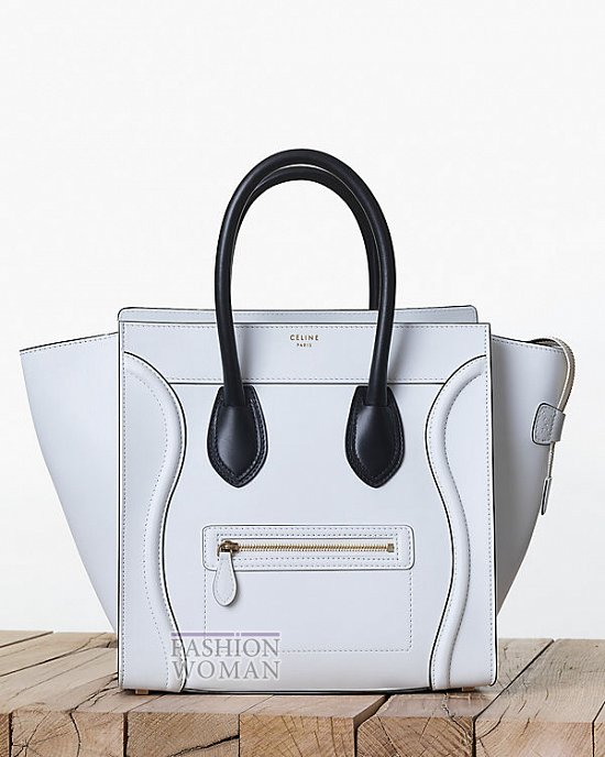 белая сумка с черными ручками