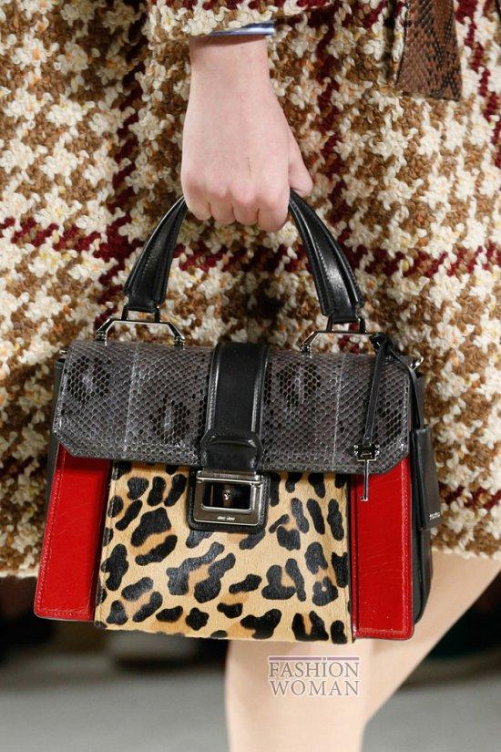 """Один из самых интересных  """"сумочных """" трендов - сумка, выполненная точь-в-точь из того же материала, что и одежда. ."""