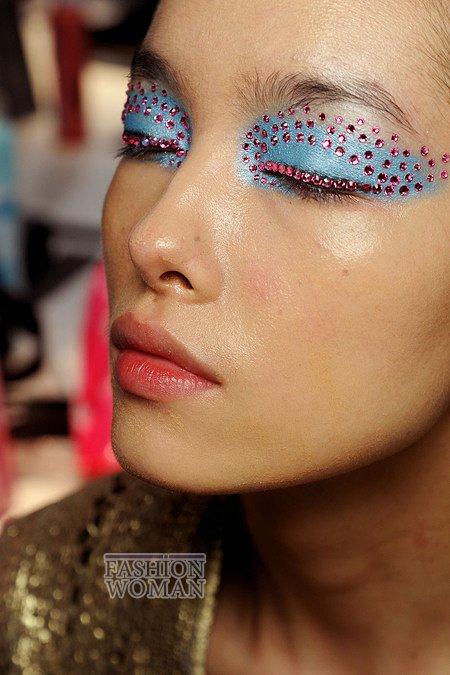 вечерний макияж с кристаллами сваровски