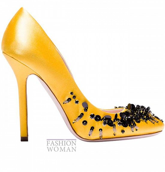 желтые туфли