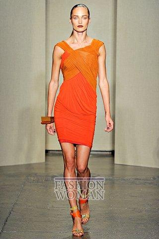 Оранжевое платье от Donna Karan