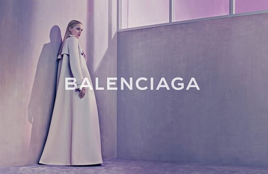 Саша Пивоварова в рекламной кампании Balenciaga весна-лето 2015 фото №2
