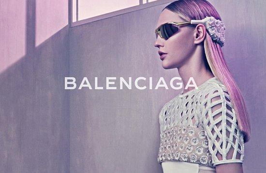 Саша Пивоварова в рекламной кампании Balenciaga весна-лето 2015 фото №5