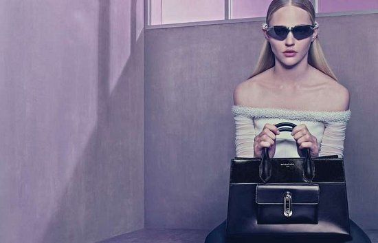 Саша Пивоварова в рекламной кампании Balenciaga весна-лето 2015 фото №9