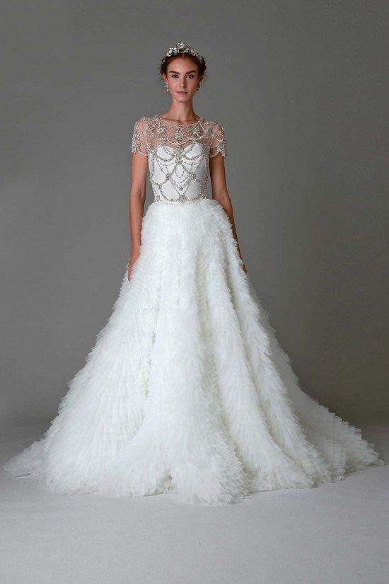 Фото свадебных платьев со шлейфом