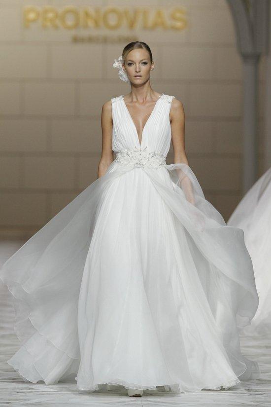 Свадебные платья Pronovias весна-лето 2015 фото №8