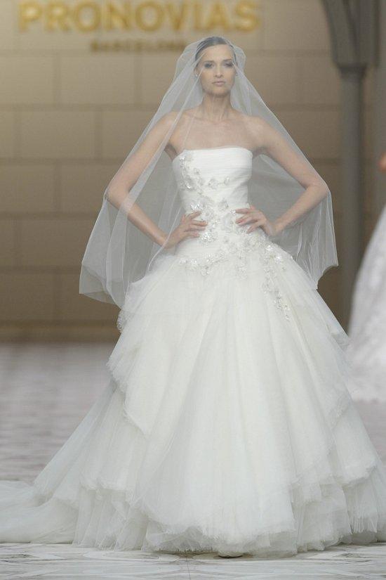 Свадебные платья Pronovias весна-лето 2015 фото №14
