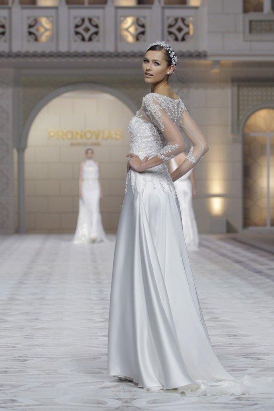 Свадебные платья Pronovias весна-лето 2015 фото №17