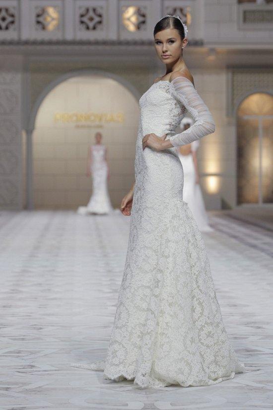 Свадебные платья Pronovias весна-лето 2015 фото №19