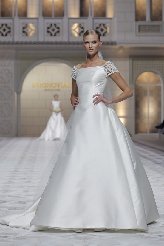 Свадебные платья Pronovias весна-лето 2015 фото №20