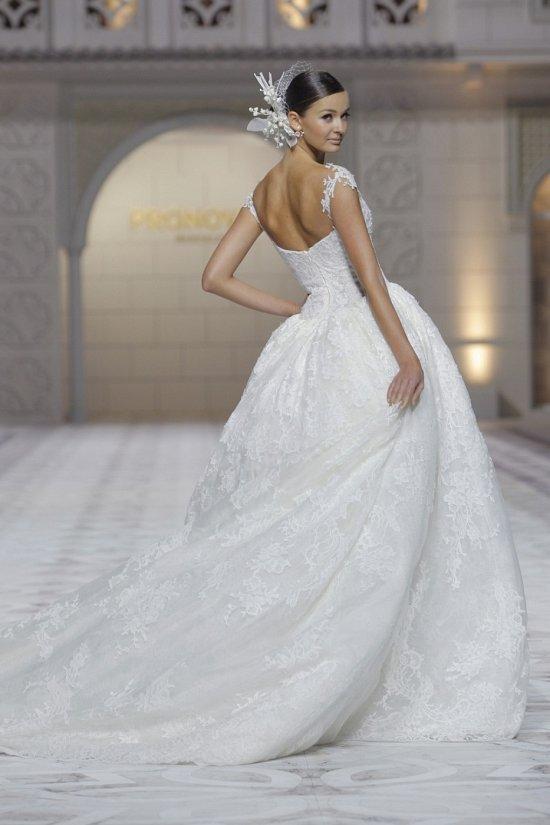 Свадебные платья Pronovias весна-лето 2015 фото №24