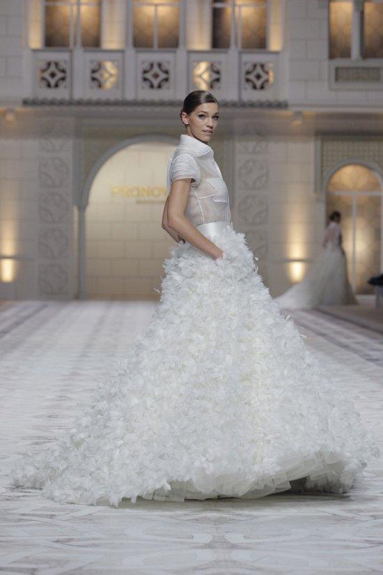 Свадебные платья Pronovias весна-лето 2015 фото №25