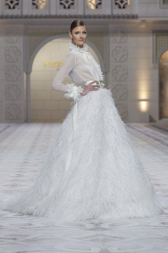 Свадебные платья Pronovias весна-лето 2015 фото №26