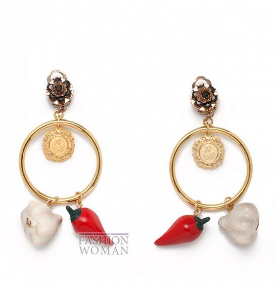 http://www.fashion-woman.com/gallery/ukrasheniya-vesna-leto-2012-ot-dolce-gabbana/ukrasheniya-vesna-leto-2012-ot-dolce-gabbana-3.jpg