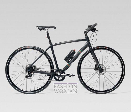 Велосипед с черной рамой Гучи