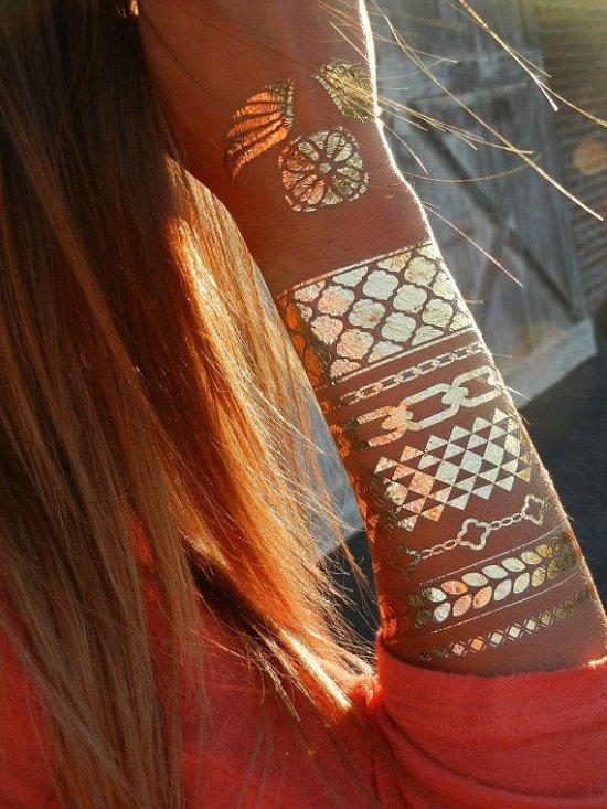 Временные металлические татуировки - модный тренд сезона фото №23
