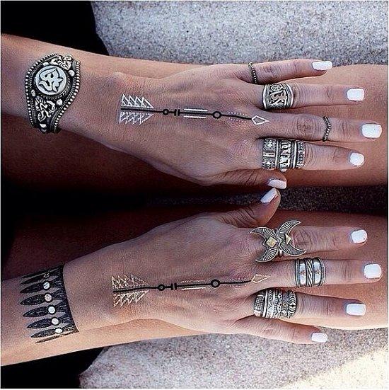 Временные металлические татуировки - модный тренд сезона фото №29