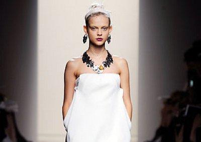 Маленькое белое платье лето 2010
