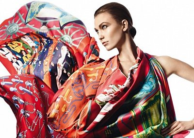 Карли Клосс в рекламной кампании платков Hermès