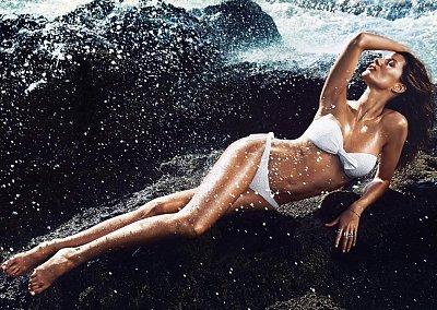 Жизель Бюндхен в рекламе летней коллекции H&M