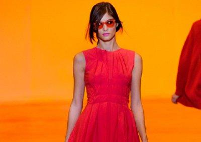 Маленькое красное платье 2011